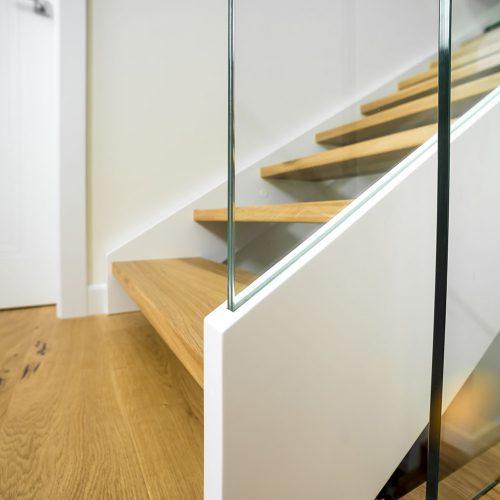 schody policzkowe zszybą